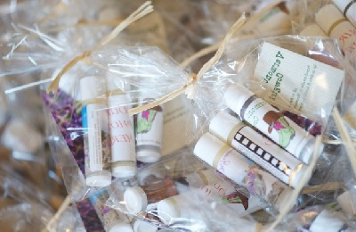 customized wedding favours